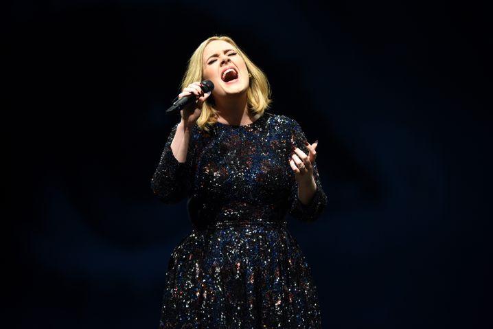 """""""Das ist für Brüssel"""": Adele gedachte in London der Opfer von Brüssel"""