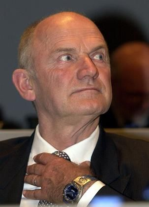Gegenwind von der Insel: Der britische Fonds Hermes will VW-Chefkontrolleur Piëch die Entlastung verweigern