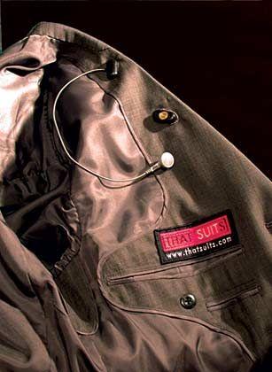 Anzug mit Freisprechanlage, MP3-Spieler: ab 550 Euro