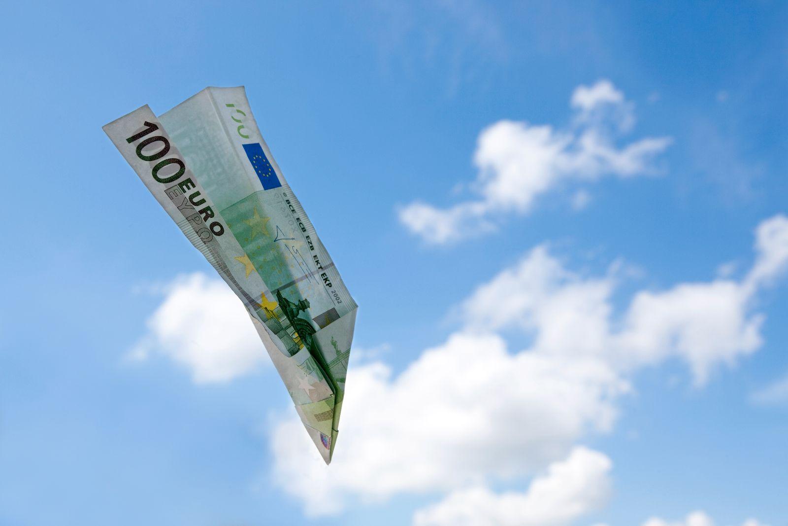 EINMALIGE VERWENDUNG Papierflieger aus Geld