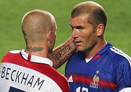 Zidane (r.) und Englands Superstar David Beckham: Entscheidung innerhalb von 120 Sekunden