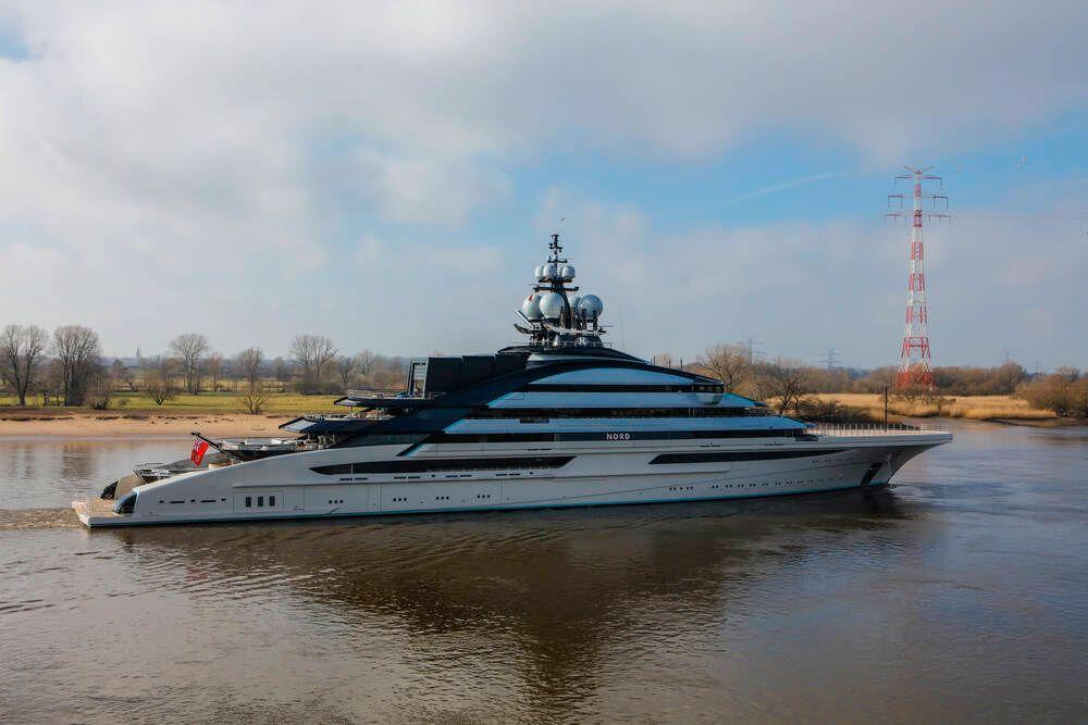 142 Meter lange Motoryacht NORD, abgeliefert im Februar 2021 von der Bremer Werft Lürssen Yachts an den russischen Eigne