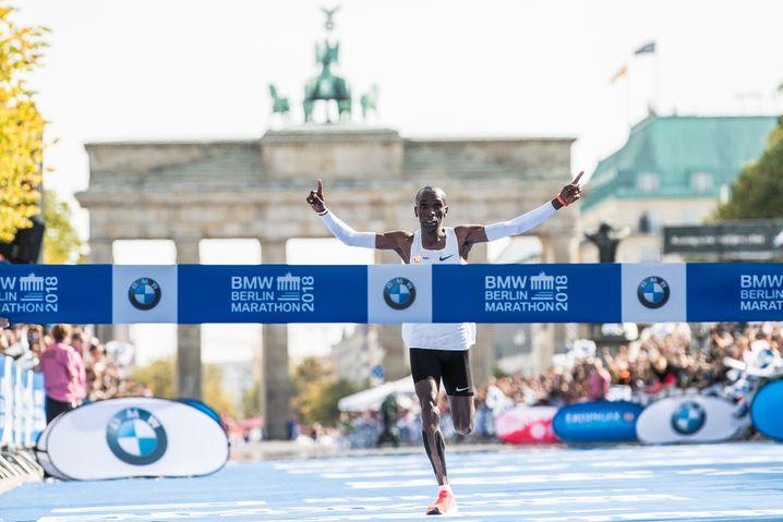 Hat garantiert mehr trainiert als 24 Wochen: Eliud Kipchoge (Kenia) stellte beim jüngsten Berlin Marathon im vergangenen September einen neuen Weltrekord auf - 2:01:39 Stunden.