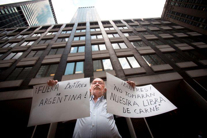 Erboster Argentinier: Das Land fühlt sich von den Buitres, den Geiern um Hedgefondsmanager Paul Singer, geplündert