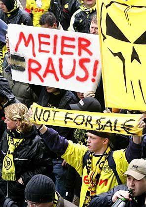 Protestierende BVB-Fans: Im Finanzskandal ist die Stunde der Juristen angebrochen