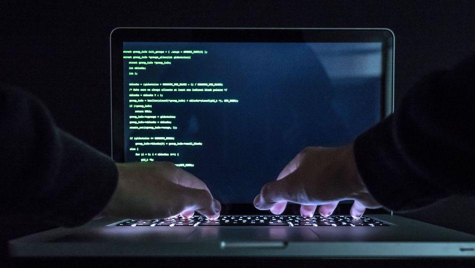 Angriffe aus dem Netz: Noch werden sie nicht systematisch erfasst und sind die Risiken für Versicherer, die Policen zur Absicherung gegen Schäden solcher Angriffe anbieten, schwer einzuschätzen