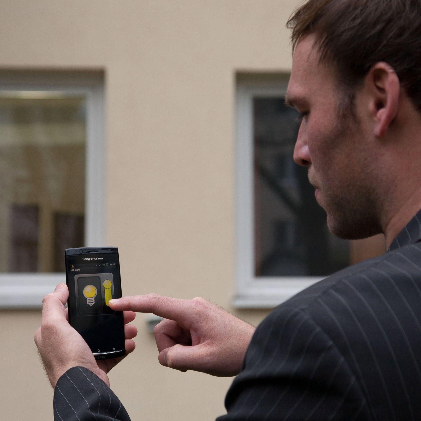 EINMALIGE VERWENDUNG Das Smartphone schnappt den Einbrecher - Vernetzte Wohnwelten