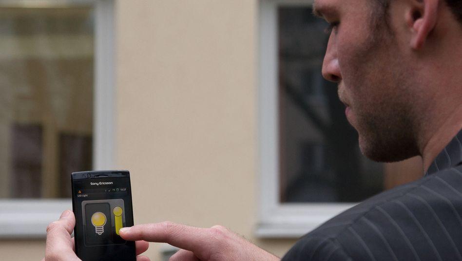 Alles per Knopfdruck: Elektrische Haushaltsgeräte lassen sich bequem per Smartphone bedienen