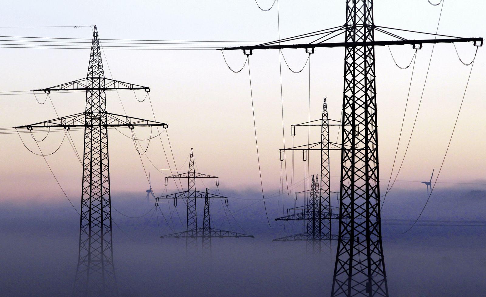 Strom / Strompreis / Strommasten