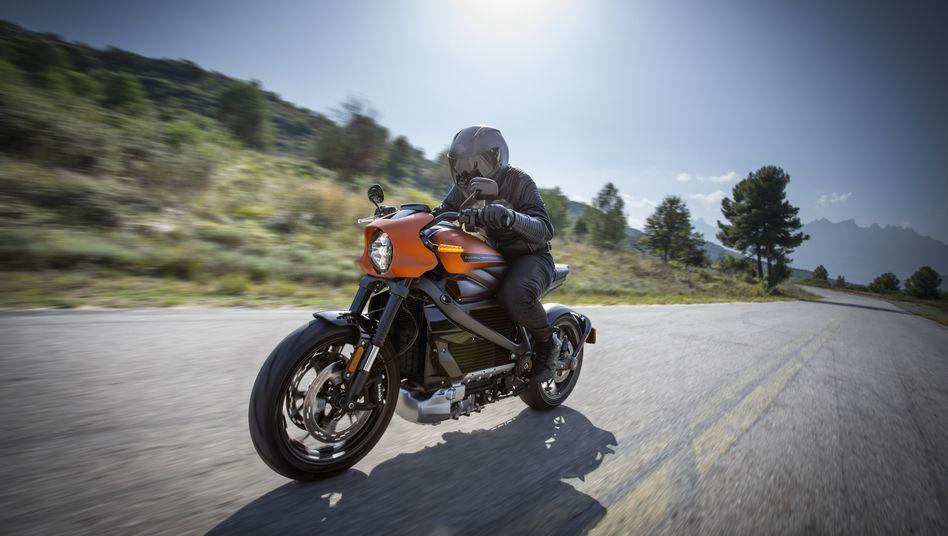 Harley-Davidsons Elektro-Motorrad LiveWire kostet knapp 30.000 Dollar - kein Preis, der auf eine junge oder jüngere Kundschaft abzielt. Jetzt gibt es zudem technische Probleme mit dem E-Bike.