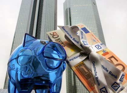 Überraschende Transaktion:Vier Deutsche-Bank-Manager erlösen 28 Millionen Euro