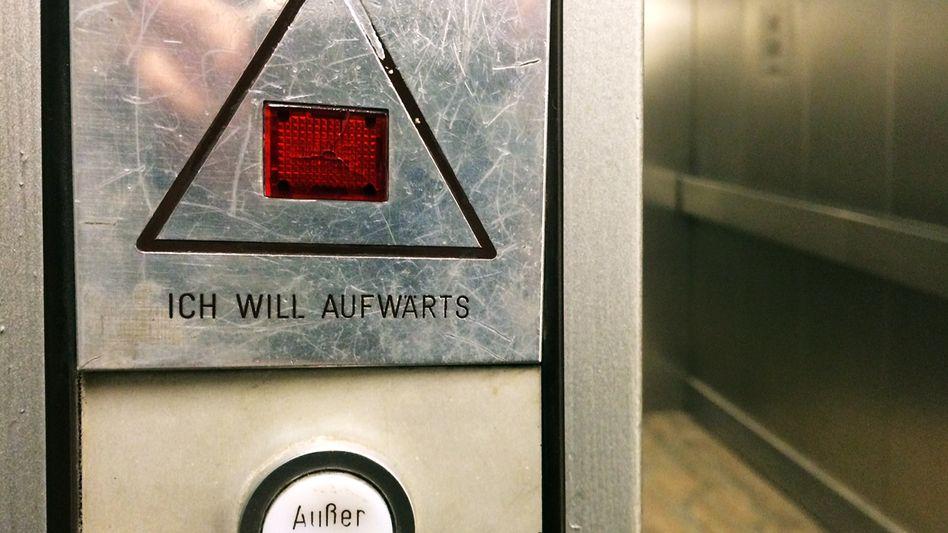 Schnell rauf, schnell wieder unten: Der Karriere-Fahrstuhl in deutschen Vorstandsetagen fährt immer schneller