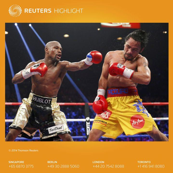 Schlagende Litfaßsäulen: Floyd Mayweather teilt gegen Manny Pacquiao (rechts) aus