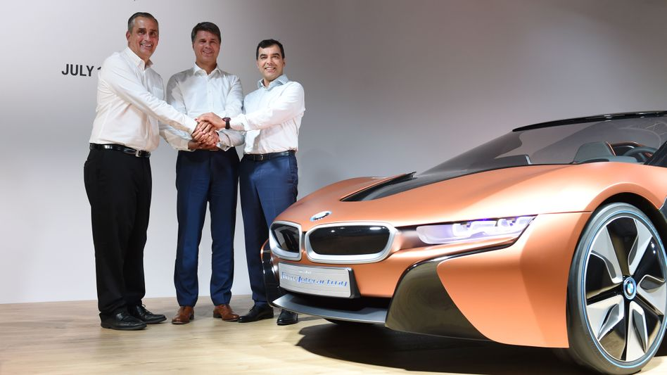 Arbeiten bereits zusammen: Amnon Shashua (Mobileye, rechts) und Brian Krzanich (Intel, links)