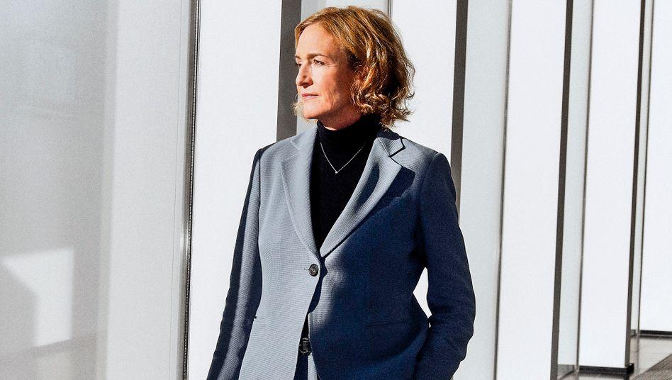 """Pionierin und Professorin: Jana Koehler (56) leitet einen Lehrstuhl für Künstliche Intelligenz an der Universität des Saarlandes und den Forschungsbereich für """"Algorithmic Business and Production""""."""