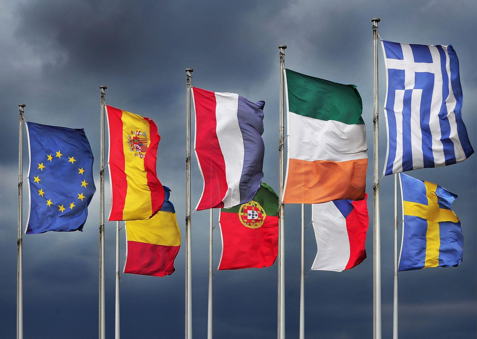 NICHT VERWENDEN Portugal / Finanzkrise / Euro-Austritt / EU-Flaggen