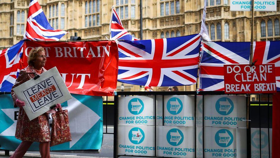 Leave means leave: Die Briten möchten die EU verlassen, aber es gelingt ihnen bislang nicht.