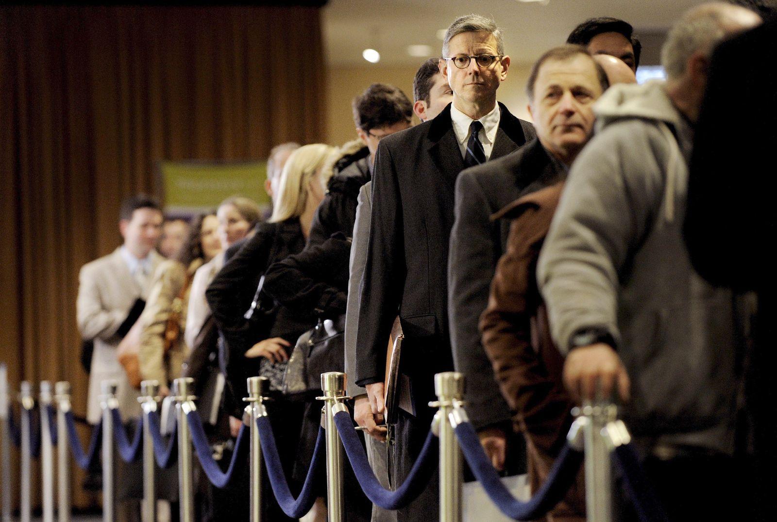Steigende Arbeitslosigkeit in den USA - career fair