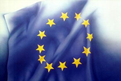 Unter der Flagge der EU: Mehr Freiheit sollen die Unternehmen erhalten