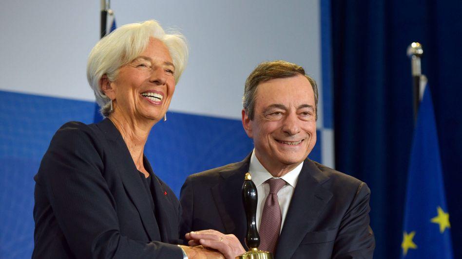 Duo: Mario Draghi bei der Übergabe des Chefpostens der EZB an Christine Lagarde Ende Oktober 2019. Draghi ist inzwischen Ministerpräsident Italiens.