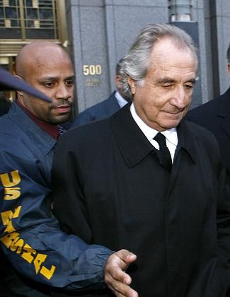 Jahrhundertbetrüger: Madoff auf dem Weg zum Gericht