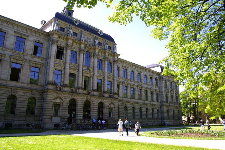 Siemens ist nah: Hauptsitz der Universität im Erlanger Schloss