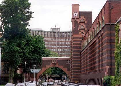 Frühes Beispiel für Markenarchitektur: Das vom Architekten Peter Behrens entworfene Hoechst-Gebäude
