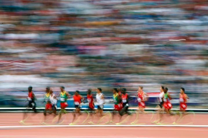 5000-Meter-Lauf: Am Schluss müssen sich alle ranhalten. Wenn Ihnen noch 5000 Statusmeilen fehlen, können Sie die auch mit Prämienmeilen bezahlen.