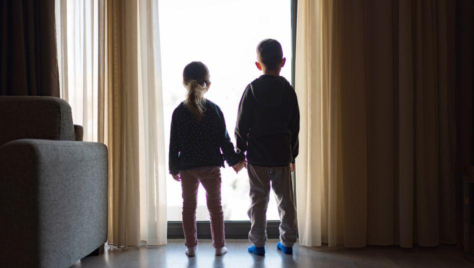 Mal wieder zu Hause: Wie kommen berufstätige Eltern klar, wenn die Kitas jetzt schließen? (Archivfoto)