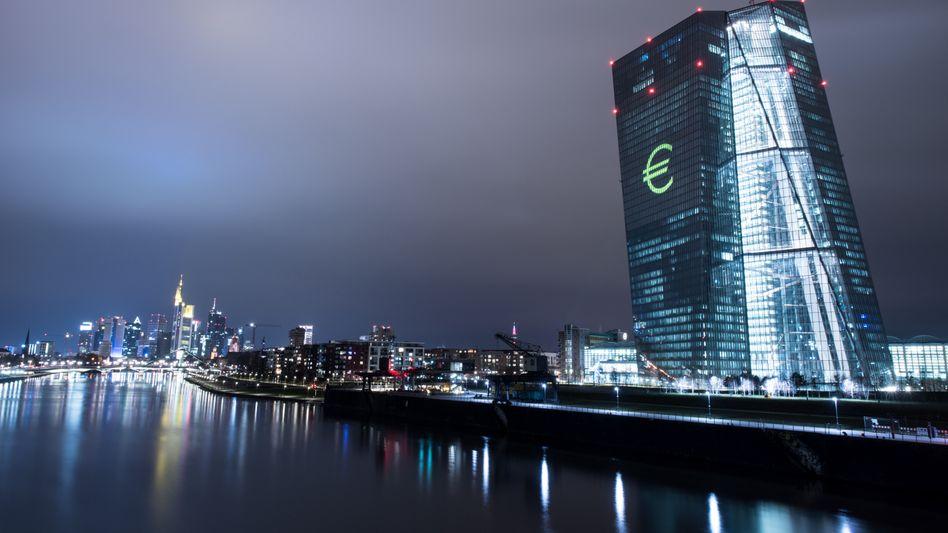 EZB-Zentrale in Frankfurt am Main: PSP-Programm teilweise verfassungswidrig. Durch den billionenschweren Ankauf von Staatsanleihen hat die EZB gegen das deutsche Grundgesetz verstoßen