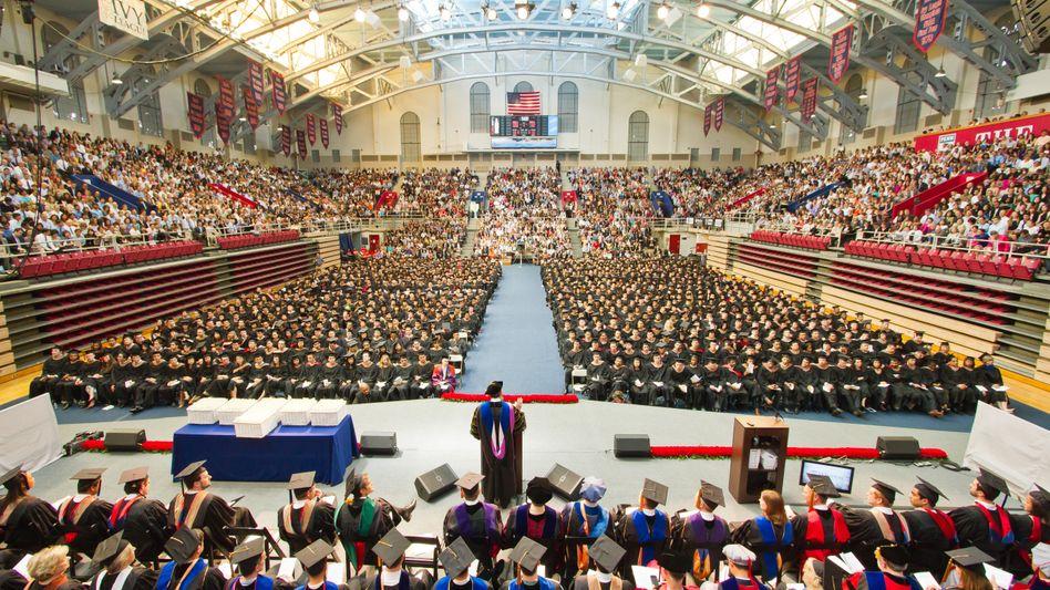 Abschluss an der Wharton Business School: Amazon buhlt schon vor dem ersten Tag an der Uni um Top-Studenten
