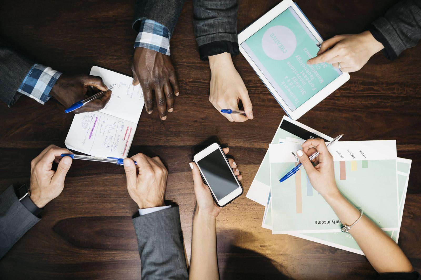 EINMALIGE VERWENDUNG Teamwork / Meeting / Konferenz