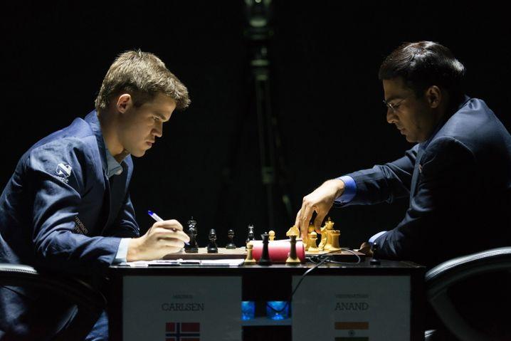 Know your enemy: Carlsen (links) und Anand kennen sich bestens