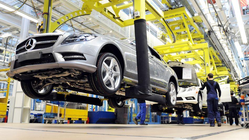 Mercedes SLS-Produktion: Im Bereich der Autoproduktion setzt Daimler 8700 Studenten und Schüler ein - die jungen Leute sollen die Stammbelegschaft unterstützen
