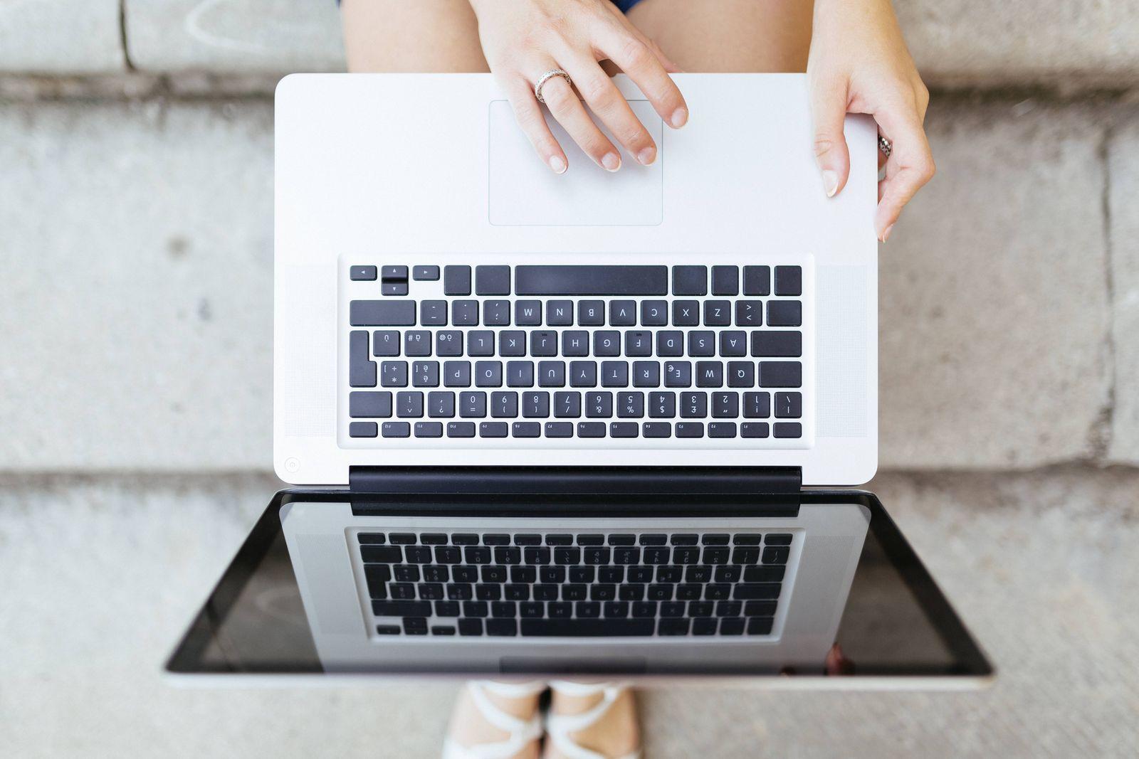 EINMALIGE VERWENDUNG Laptop