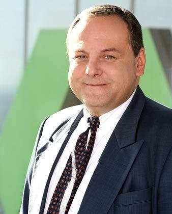 Michael Wiaterek, leitender Aktienstratege der Dresdner Bank, hält die jüngsten Korrekturen für heilsam - aber nicht furchterregend