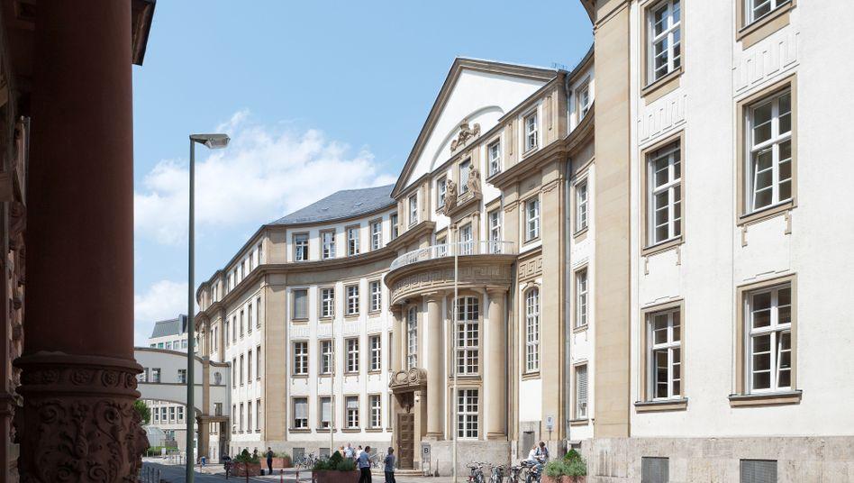 Frankfurter Landgericht: Beim Sprung aus dem offenen Fenster verletzte sich Stephan Schäfer schwer