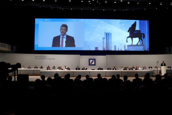 Blick auf die Bühne der Hauptversammlung