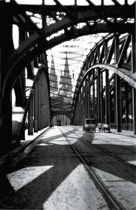 Die Kölner Hohenzollernbrücke: Ein Abzug des Original-Negativs von Oskar Barnack