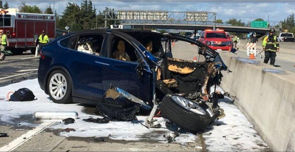Tod trotz eingeschaltetem Autopilot: Auf seinem Arbeitsweg verunglückte ein Apple-Ingenieur vor gut einer Woche mit seinem Model X auf gerader Strecke in Kalifornien