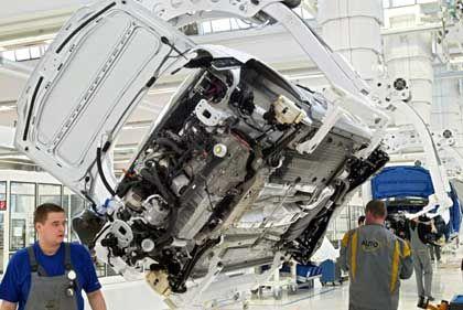 VW-Produktion in Wolfsburg: Längere Arbeitszeit, weniger Lohn