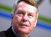 Der scheidende Konzernchef Manfred Schneider blickt auf ein schwieriges Jahr zurück. Auch das erste Quartal war bescheiden.