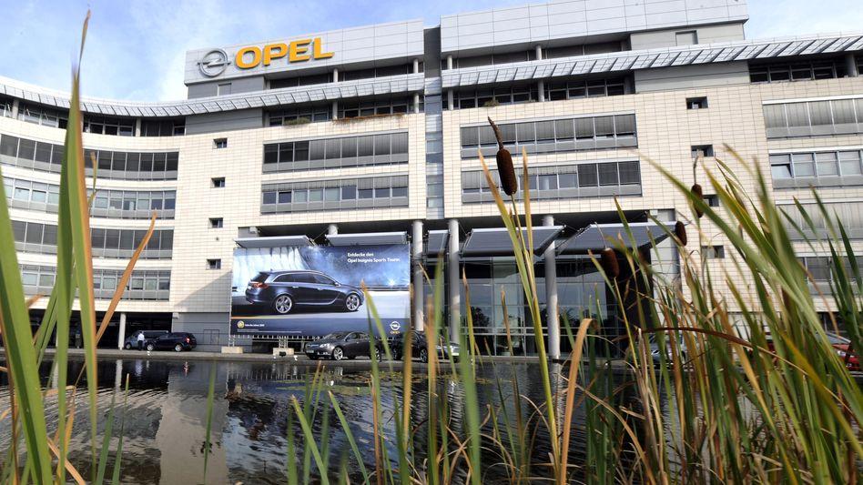 Stammsitz von Opel in Rüsselsheim: Nun setzt GM den Rotstift in der Führungsebene an