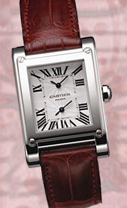 """Zeit im Doppelpack: Die """"Tank à Vis"""" von Cartier, gestaltet nach dem Muster des Klassikers von 1917, verfügt auf einem gemeinsamen Zifferblatt über zwei Zeitanzeigen, ideal für Wanderer zwischen den Welten."""