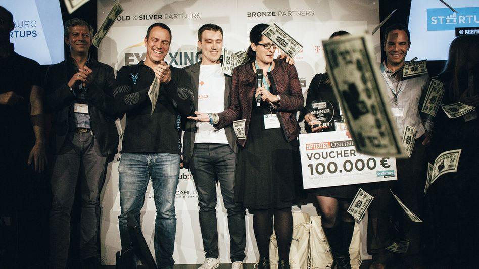 """Pitch von Hamburg Startups beim Reeperbahn-Festival: Das Gewinnerteam """"Antelope"""" mit der Jury"""