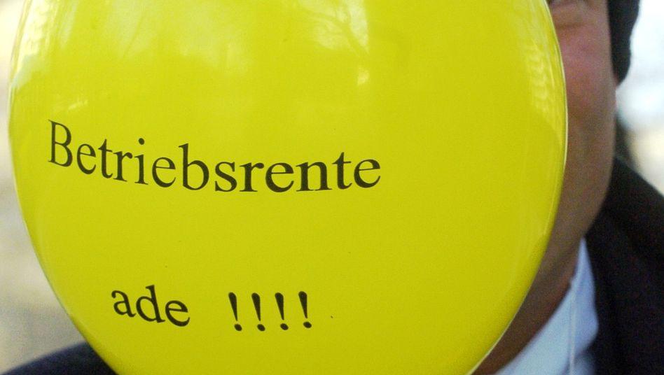 """""""Betriebsrente ade"""": So weit wie es hier ein Protestballon suggeriert ist es noch nicht"""
