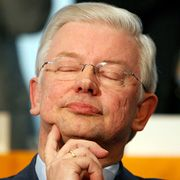 Ministerpräsident Koch: Glaubt, eine Million mehr Arbeitsloser könnte reichen