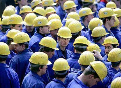 Mittelfristig vorsichtig: Arbeiter auf der Meyer Werft