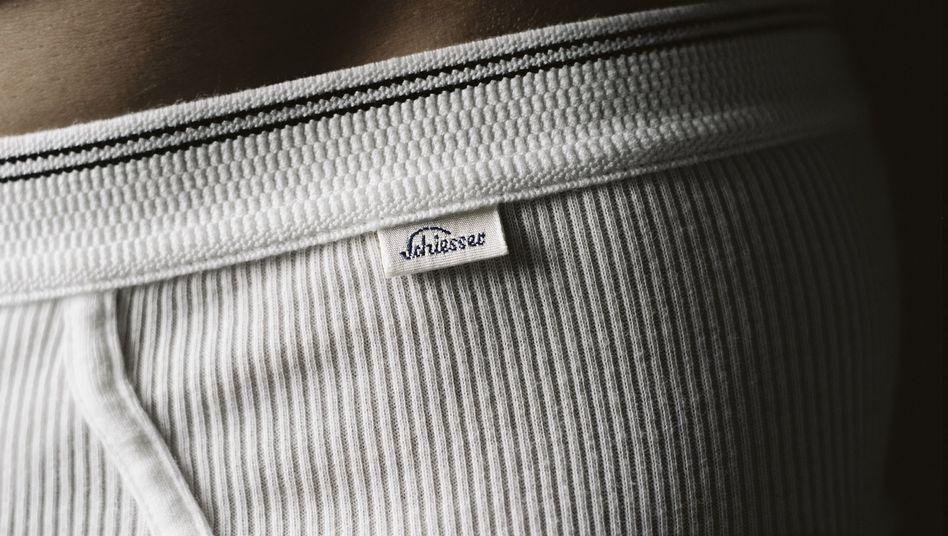 Unterwäsche von Schiesser: Chefs dürfen unter Umständen die Farbe der Unterhose vorschreiben - Feinripp muss aber niemand auf Geheiß des Chefs tragen