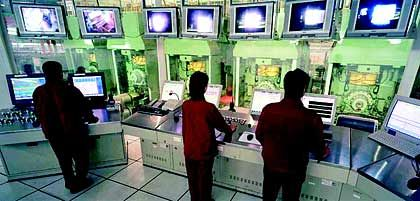 Made in Germany: Steuerstand einer SMS-Walzstraße beim Stahlproduzenten Maanshan Iron & Steel in China im Einsatz